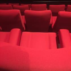 Gaumont Wilson - Toulouse, France. Nouveaux fauteuils!