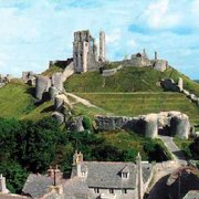 Corfe Castle heute (webukonline.co.uk)