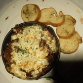 Jillian's - San Francisco, CA, États-Unis. Gorgonzola-lathered Pot roast w/ garlic bread
