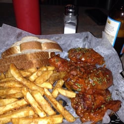 St Brigids Bathtub Pub - Buffalo wings are amazing - Detroit, MI, Vereinigte Staaten