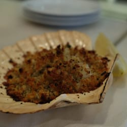 Scallops w/ breadcrumbs, parmesan, thyme, & lemon