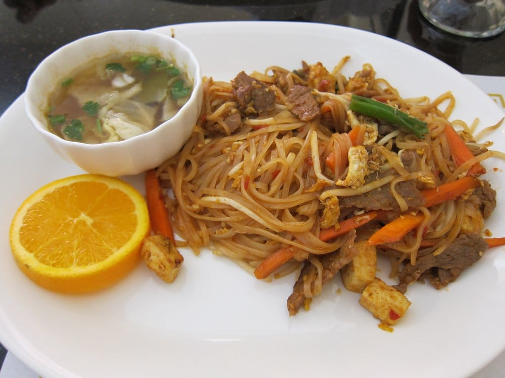 pad thai with beef and hot and sour soup-- mehhh | Yelp