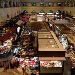 Blick von oben in die Markthalle