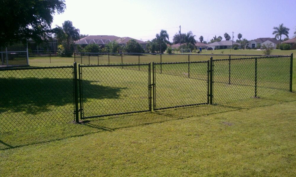 black vinyl chain link fence gate 1