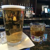 Bull Wings Bar & Grill - Elk Grove, CA, États-Unis. Beer and a Fireball.