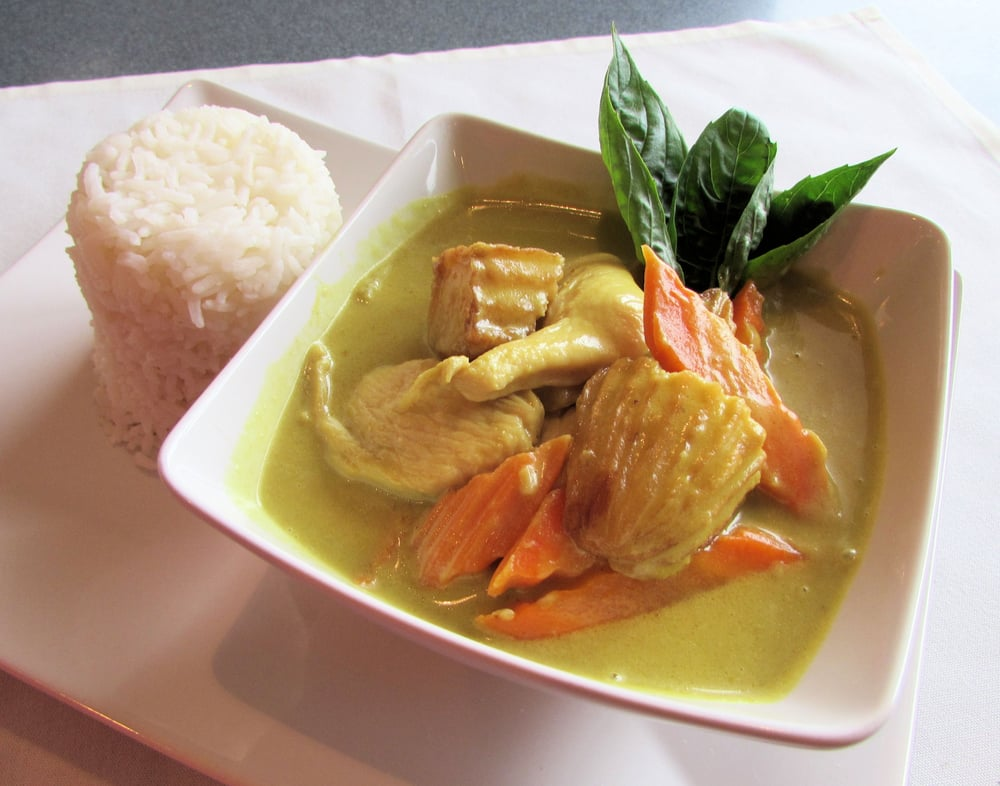 Yellow curry chicken thai style yellow curry paste for 8 spices thai cuisine