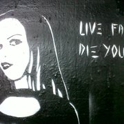Goth girl clsoe up, on the underground…