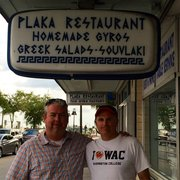 Plaka Restaurant - Two fellows who grew up coming here but who'll never be back. - Tarpon Springs, FL, Vereinigte Staaten