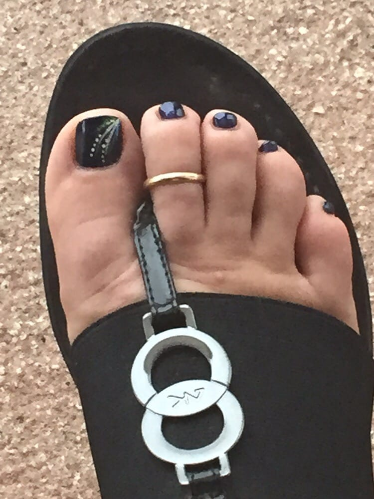 Pedicure design on russian navy opi gels yelp for Acqua nail salon