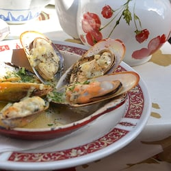 Baked green mussels.