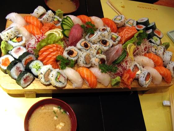 Shinju restaurant japonais 17 me paris photos yelp - Restaurant japonais table tournante paris ...