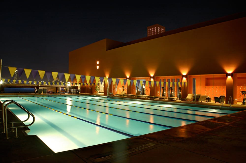 Ahhh A Night Time Swim In The Rooftop Pool With A Stunning View Of Downtown Sf Is So Inspiring