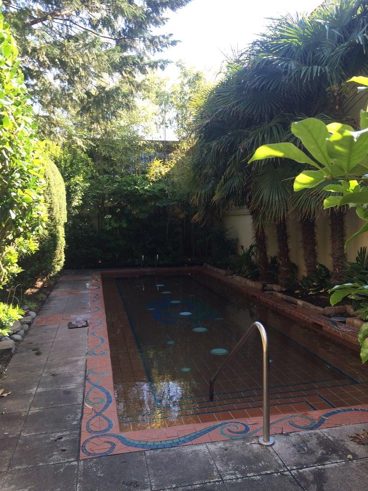 Mcmenamins kennedy school soaking pool 12 photos swimming pools northeast portland for Public swimming pools portland or