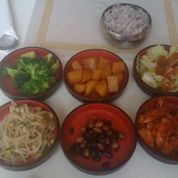 Touch of Seoul - Provo, UT, États-Unis. Tons of sidedishes