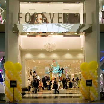 Forever 21 - Interior/mall entrance - Cerritos, CA, United States