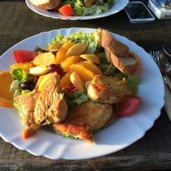 Leckerer Salat mit Hähnchenbrust (diese…