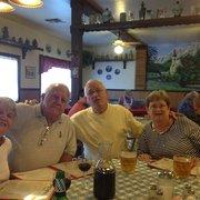 Bit of Germany Restaurant - Bakersfield, CA, États-Unis. Family!