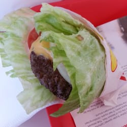 In-N-Out Burger - Cheeseburger w Onions - Protein Style - Mountain View, CA, Vereinigte Staaten