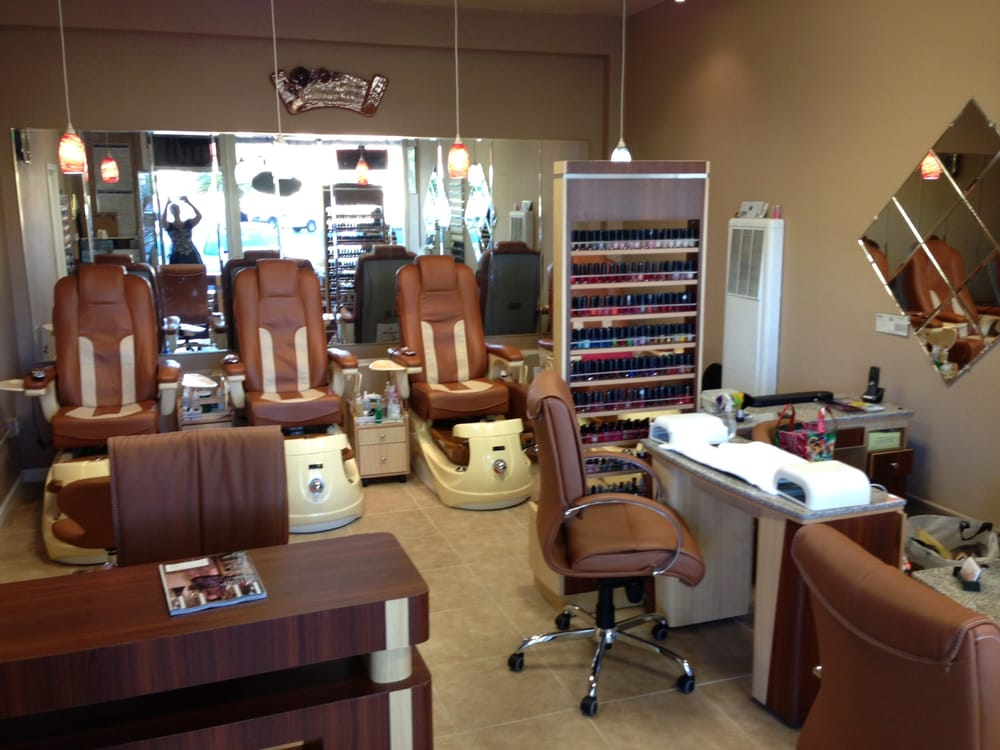Cute comfortable nail salon with brand new pedicure for Nail salon benches