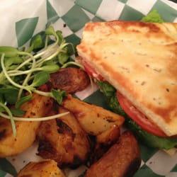 Life Grocery Natural Foods & Cafe - Marietta, GA, États-Unis. Organic vegan BLT, my girls loved it. SUPER!!!