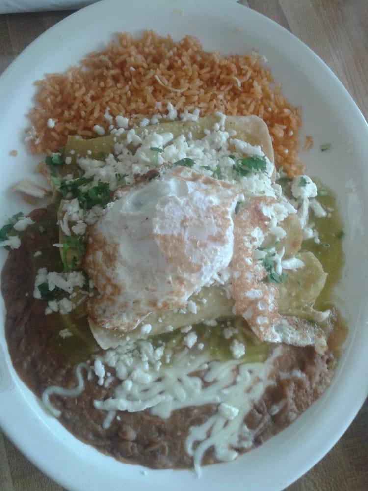 Enchiladas Verdes de Pollo Charritos Enchiladas Pollo y Queso Salsa Verde Arroz Frijoles