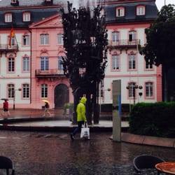 Der Brunnen sprudelt auch bei Regen ;-))