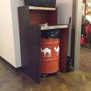 Naf Naf Grill - Even their waste bins are festive! - Naperville, IL, Vereinigte Staaten
