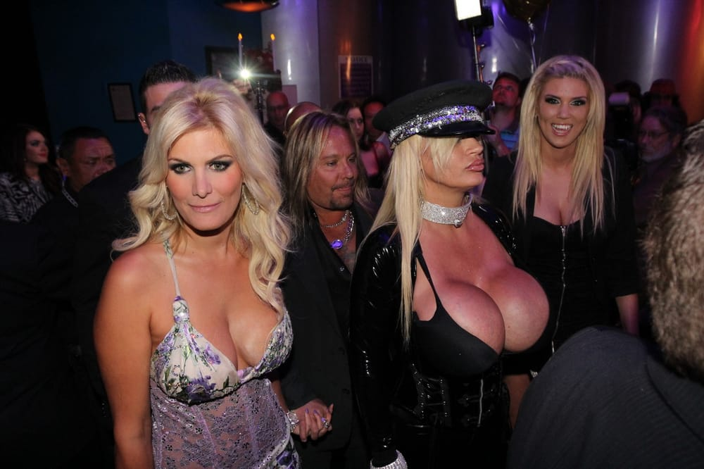 aussie babes backstage escort