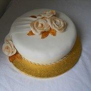 Single Tier Wedding Cake £75.00