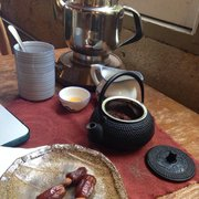 Far Leaves Tea - One of my favorite moments: Sitting down with some herbal chai & dates stuffed with almonds for a meditative work session. :) - Berkeley, CA, Vereinigte Staaten