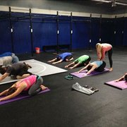 Kiara Fit - Monterey, CA, États-Unis. Yoga at CrossFit Monterey 8am $10 drop ins