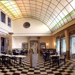 Die alte namensgebene Halle im Innern…