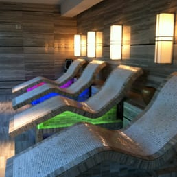 The Spa - Las Vegas, NV, États-Unis. Heated relaxation chairs facing the strip