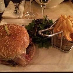 Café Divan - Paris, France. Le Divan Burger pour les amateurs de cantal !