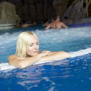 Relaxation dans le jaccuzi du bassin…