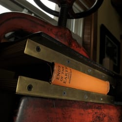 The Vespiary Book Restoration and Bindery - Book drying in the nipping press. - Missoula, MT, Vereinigte Staaten