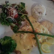 Mucky Duck Restaurant & Catering - Flounder Oscar that I am about to dig into. Looks so yummy! !! - Green Mountain Falls, CO, Vereinigte Staaten