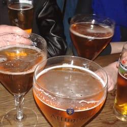 Le Piano Vache - Paris, France. Un bon bar pour déguster une bonne bière dans une ambiance détendue