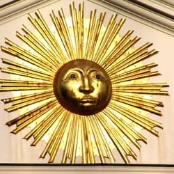 Du Nord, le Soleil baigne la Grand Place…
