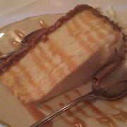 Carousel French Cuisine - Yakima, WA, États-Unis. Homemade cheesecake with caramel sauce.