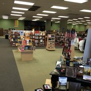 Lifeway Christian Stores - The other side if the interior. Bibles of all recent modern versions and many great books available here! - San Diego, CA, Vereinigte Staaten