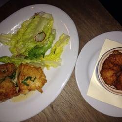Chez Nous - Charleston, SC, États-Unis. Roasted chicken with potato puffs
