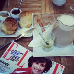 Scones, thé au lait, le bonheur sur…