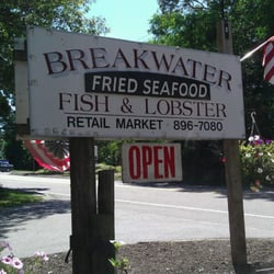 Breakwater Fish & Lobster Co - Sign along the road - Brewster, MA, Vereinigte Staaten