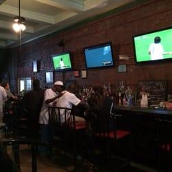 St Brigids Bathtub Pub - Fruit flies trying to land on our drinks. - Detroit, MI, Vereinigte Staaten