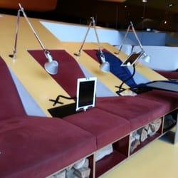 Wartebereich mit free Wlan und iPads