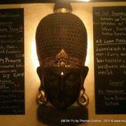 Hölzerne Tempelmaske bewacht Speisekarte…