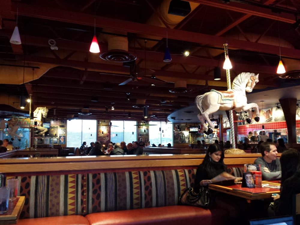 This is the atmosphere at red robin restaurant. | Yelp