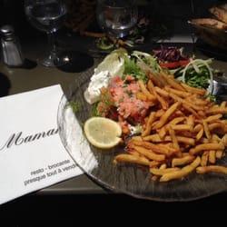 Chez Maman - Nantes, France. Tartare de saumon frites salade