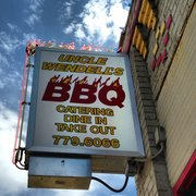 Uncle Wendell's BBQ Catering, and Bakery - Fine sign - Des Moines, IA, Vereinigte Staaten
